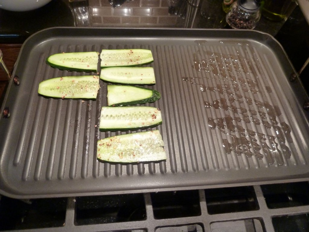 Add cucumber slices to the front, drizzle olive oil in the rear to grill the baguette.