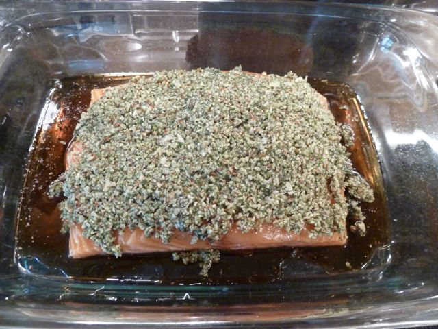 Cover the entire salmon with the almond mixture.