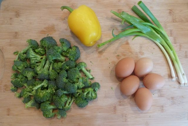 Broccoli, yellow bell pepper, scallions and eggs.