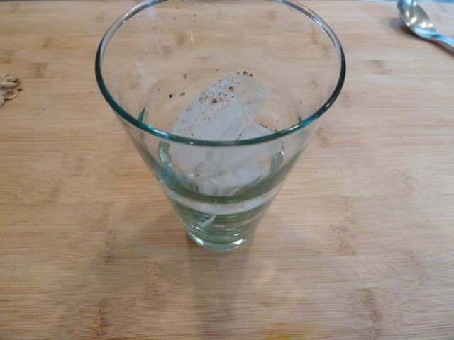 Add the ground cardamom into a glass with ice.